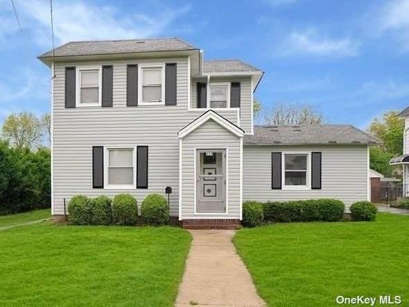 577 Lowell Street, Westbury, NY 11590 (MLS #3308585) :: McAteer & Will Estates   Keller Williams Real Estate