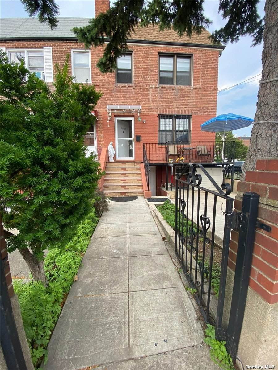 146-27 Reeves Avenue - Photo 1