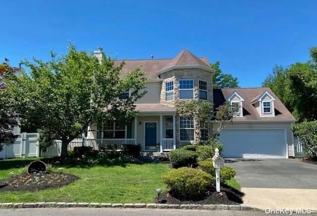 6 Lilac Lane, Holtsville, NY 11742 (MLS #3323848) :: RE/MAX RoNIN