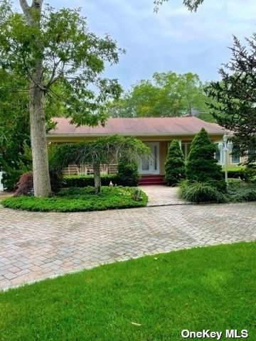1 Arbutus Lane, Hampton Bays, NY 11946 (MLS #3328918) :: Carollo Real Estate