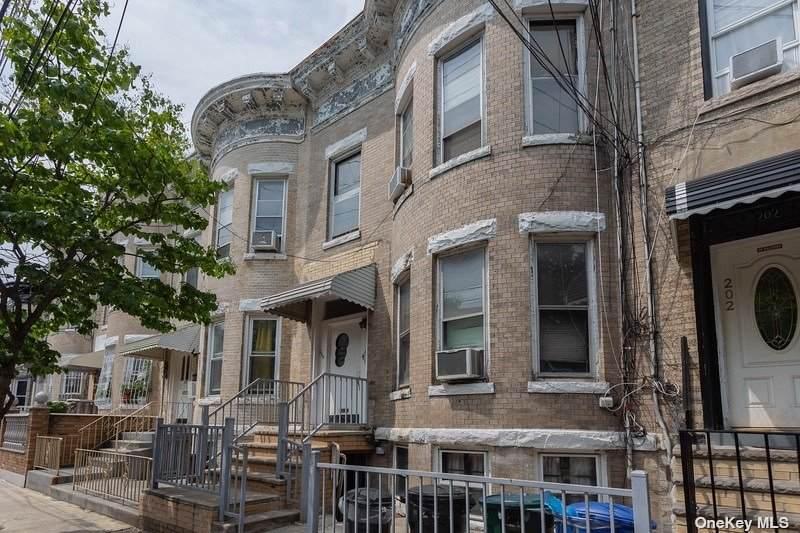 204 Lincoln Avenue - Photo 1