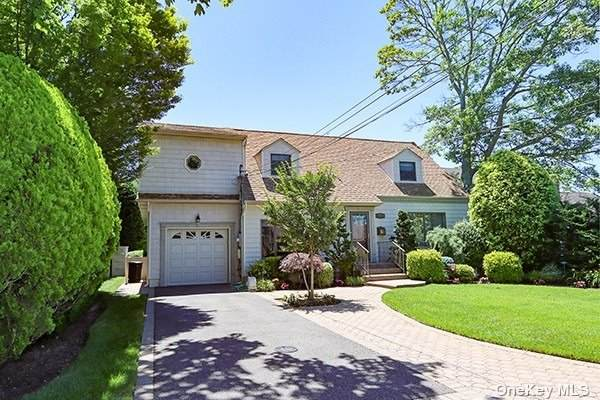 2064 Hampton Way, Merrick, NY 11566 (MLS #3334998) :: Signature Premier Properties
