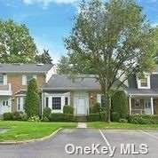 127 The Chase #127, Syosset, NY 11791 (MLS #3338145) :: Goldstar Premier Properties