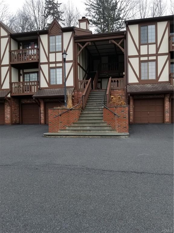 107 Foxwood Circle, Mount Kisco, NY 10549 (MLS #4806367) :: Mark Boyland Real Estate Team