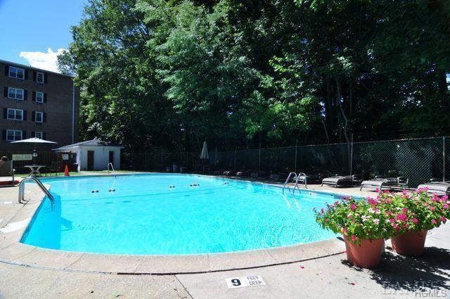 4 Consulate Drive 2N, Tuckahoe, NY 10707 (MLS #4827509) :: Mark Boyland Real Estate Team