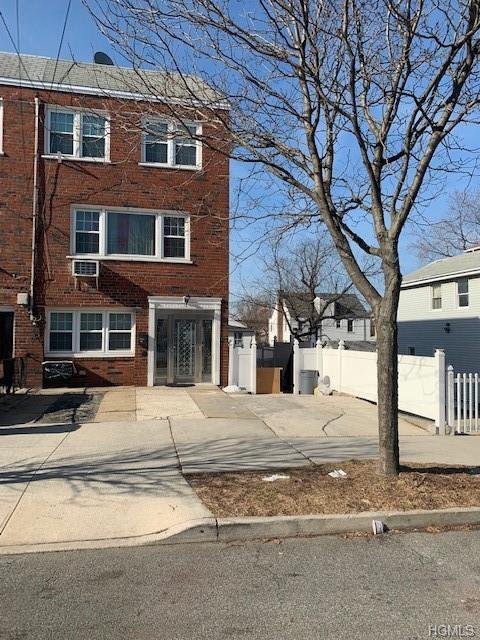 241 Graff Avenue, Bronx, NY 10465 (MLS #4908786) :: Mark Boyland Real Estate Team
