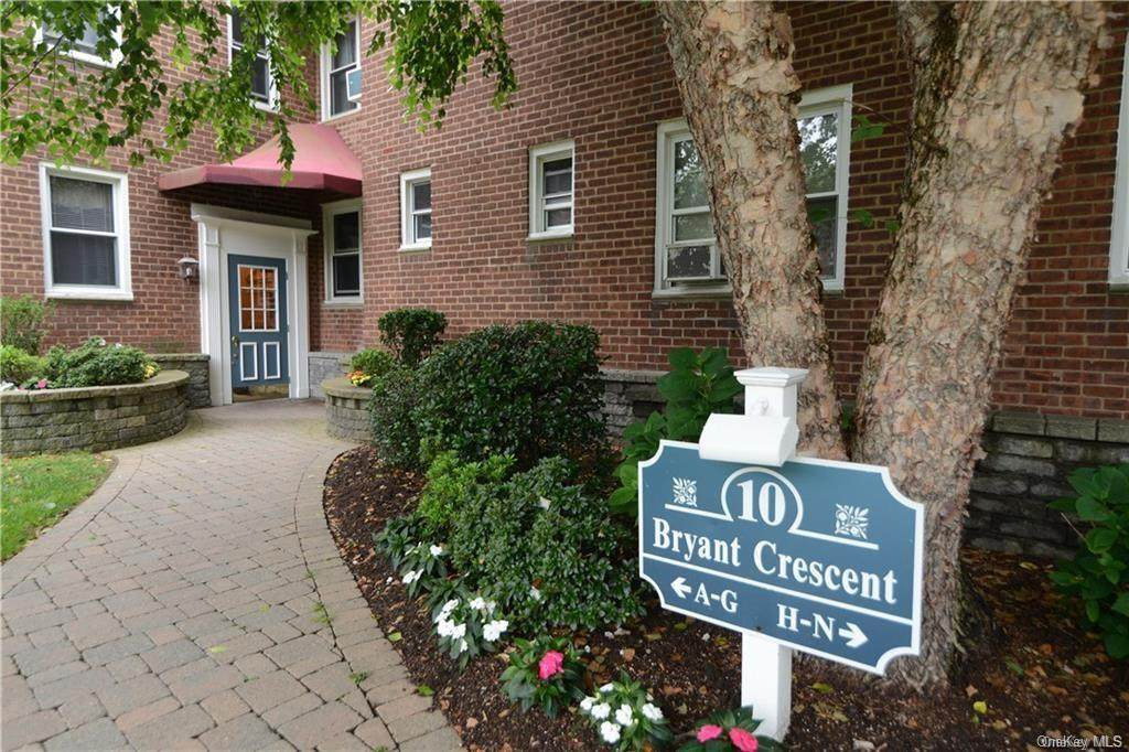 10 Bryant Crescent - Photo 1