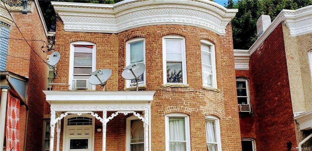 66 Benkard Avenue - Photo 1