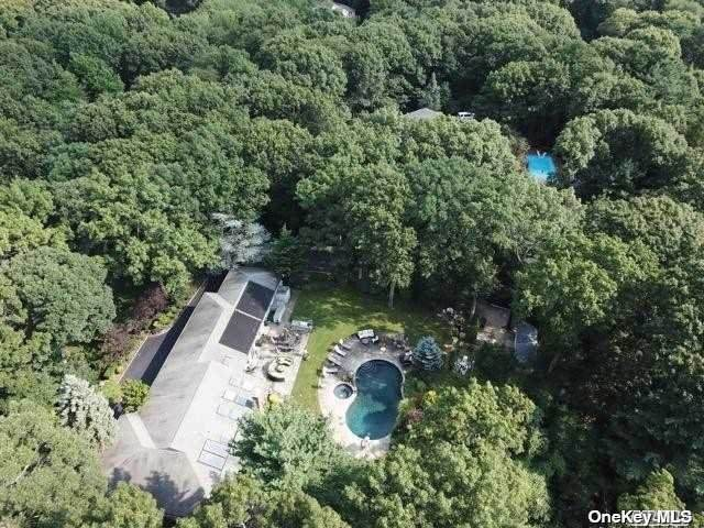 185 Foxhunt Crescent, Oyster Bay Cove, NY 11791 (MLS #3114148) :: RE/MAX RoNIN