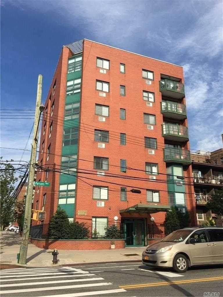 41-33 Parsons Boulevard - Photo 1