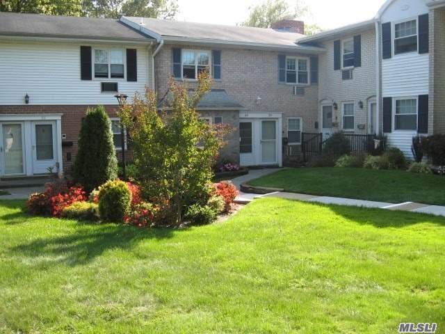 10 Glen Hollow Drive C30, Holtsville, NY 11742 (MLS #3282711) :: William Raveis Baer & McIntosh