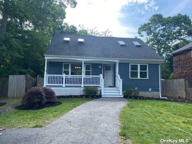 110 N Dunton Avenue, E. Patchogue, NY 11772 (MLS #3320605) :: Carollo Real Estate