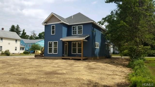 10 1st Street, Hopewell Junction, NY 12533 (MLS #4997387) :: Mark Boyland Real Estate Team