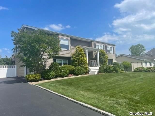19 SW Seaway Drive, Copiague, NY 11726 (MLS #3318870) :: Carollo Real Estate