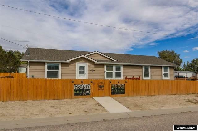 1009 Pioneer Avenue, Mills, WY 82604 (MLS #20195864) :: Real Estate Leaders