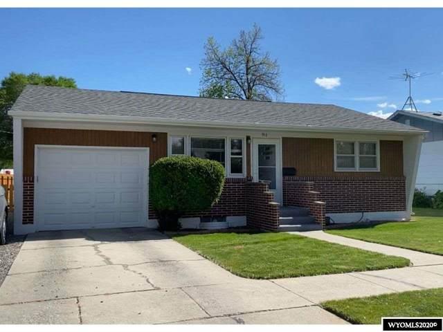 913 W Fremont Avenue, Riverton, WY 82501 (MLS #20202802) :: Real Estate Leaders