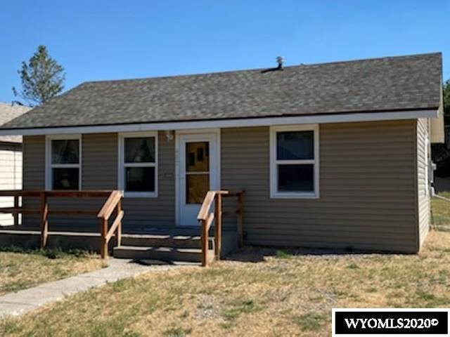 402 E Maple Street, Rawlins, WY 82301 (MLS #20205108) :: Lisa Burridge & Associates Real Estate