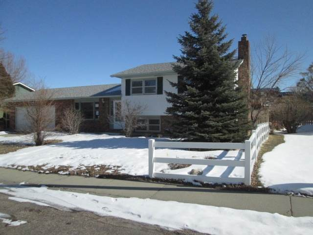 431 Wind River Ave, Casper, WY 82609 (MLS #20200854) :: Real Estate Leaders