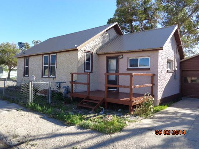 102 E Center Street, Rawlins, WY 82301 (MLS #20201884) :: Real Estate Leaders