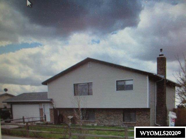 128 S Wind River Drive, Douglas, WY 82633 (MLS #20202571) :: RE/MAX The Group