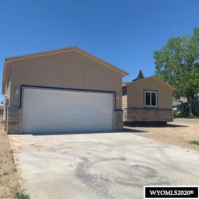 823 Riverbend Drive, Douglas, WY 82633 (MLS #20202708) :: RE/MAX The Group