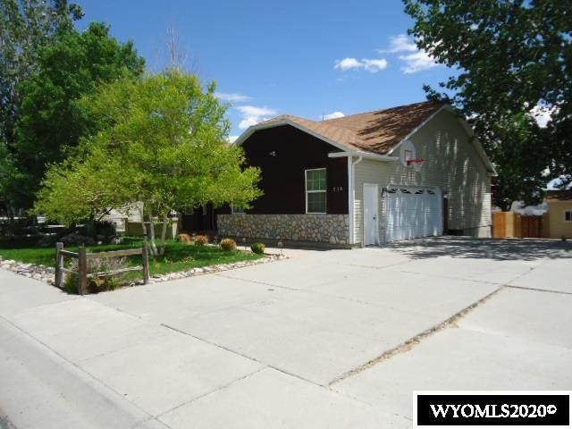 213 Bluebonnet Circle, Rock Springs, WY 82901 (MLS #20203544) :: RE/MAX The Group