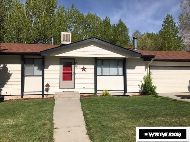 1050 Elk Mountain Dr, Green River, WY 82935 (MLS #20180354) :: Lisa Burridge & Associates Real Estate