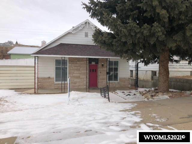 415 W Maple, Rawlins, WY 82301 (MLS #20210139) :: RE/MAX The Group