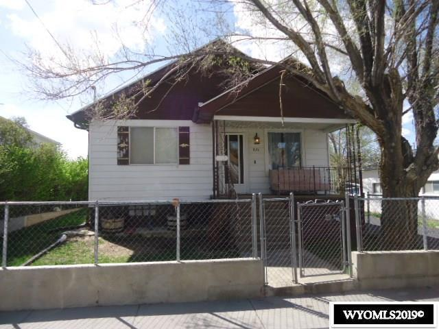 826 Ridge Ave, Rock Springs, WY 82901 (MLS #20190264) :: RE/MAX The Group