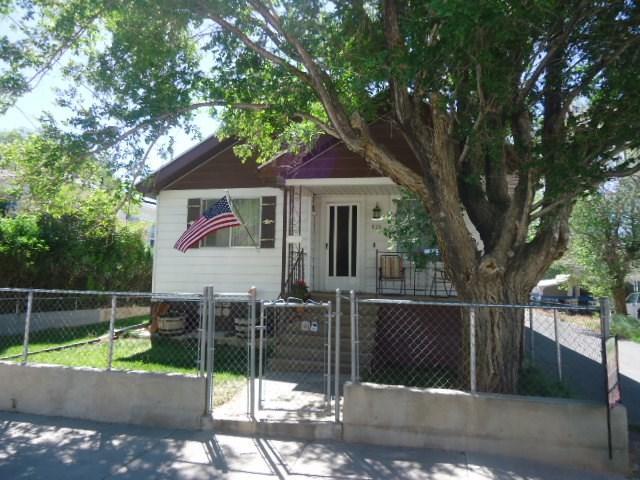 826 Ridge Ave, Rock Springs, WY 82901 (MLS #20190264) :: Real Estate Leaders