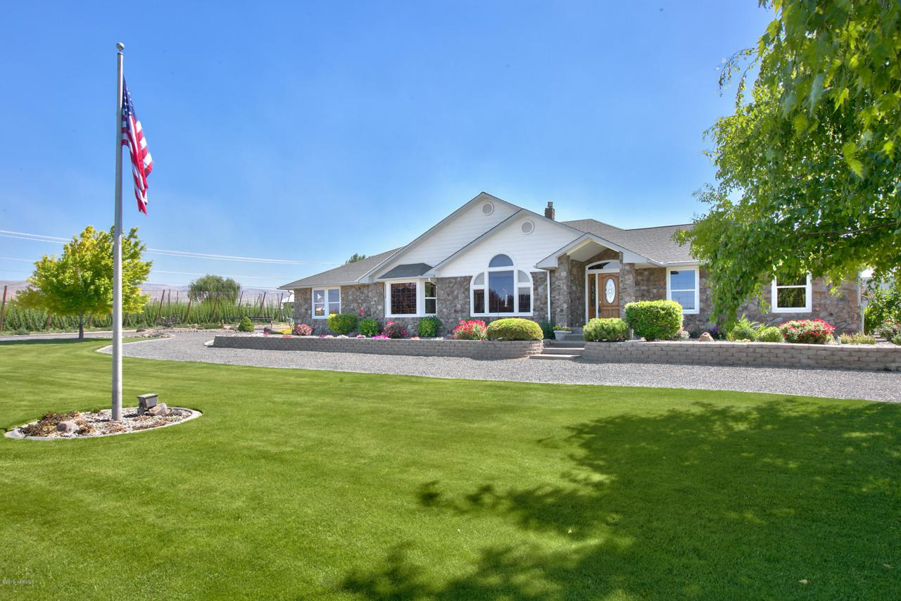 9340 Postma Rd, Moxee, WA 98936 (MLS #19-1481) :: Heritage Moultray Real  Estate Services