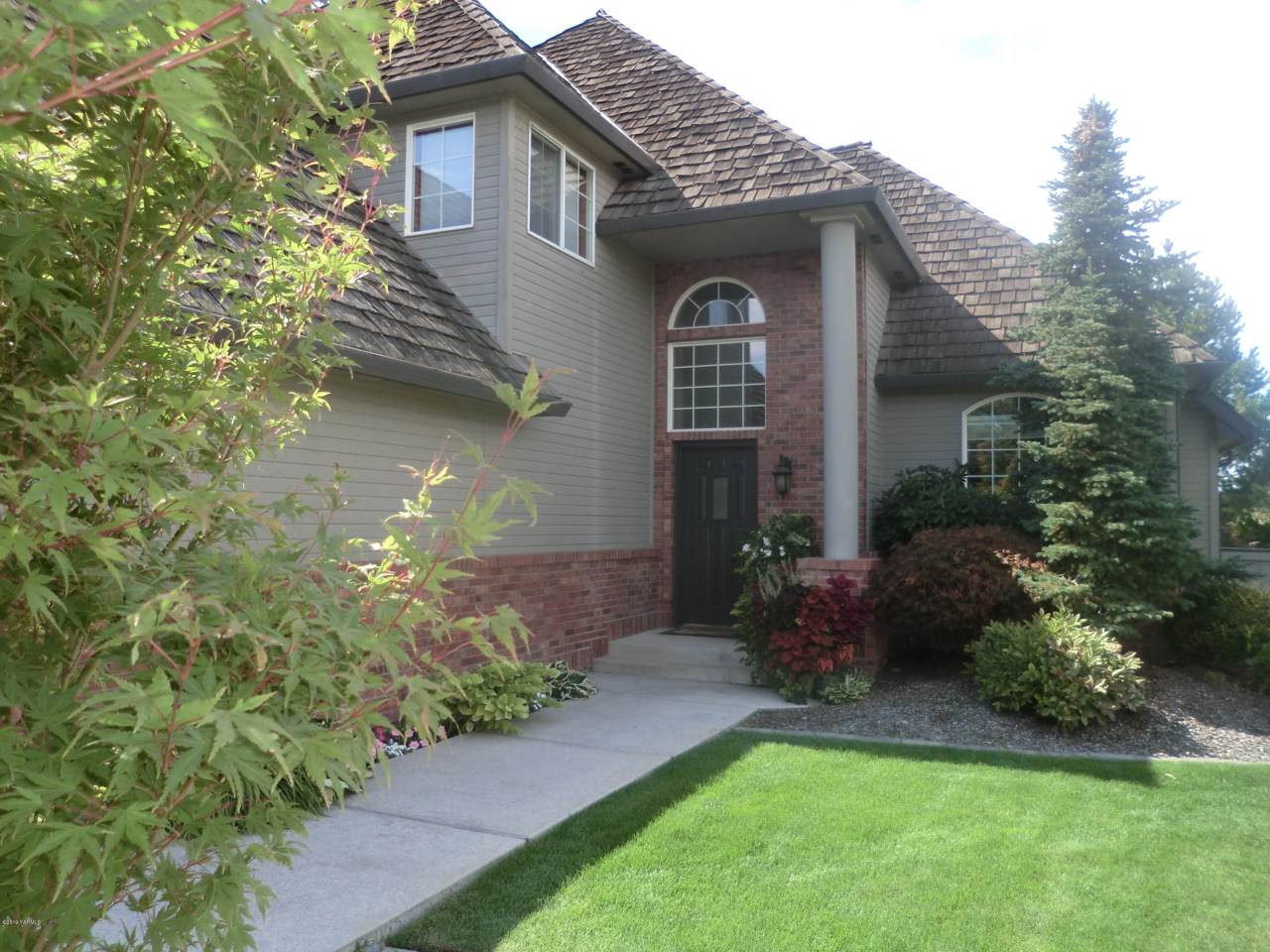 406 70th Ave - Photo 1