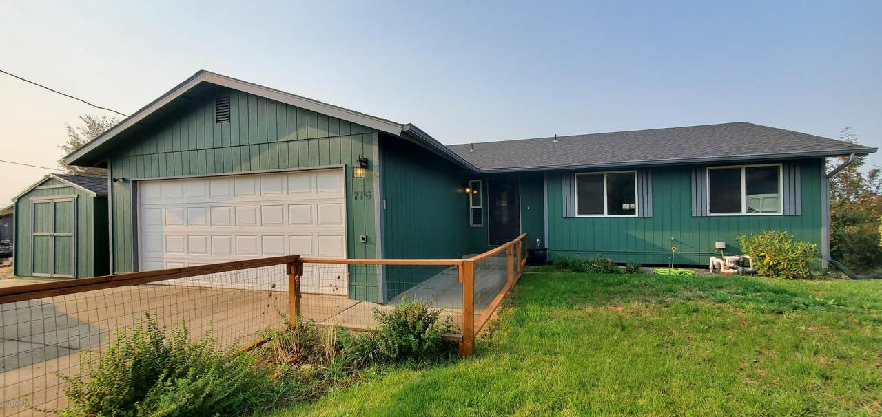 716 Cascadia Park Dr - Photo 1