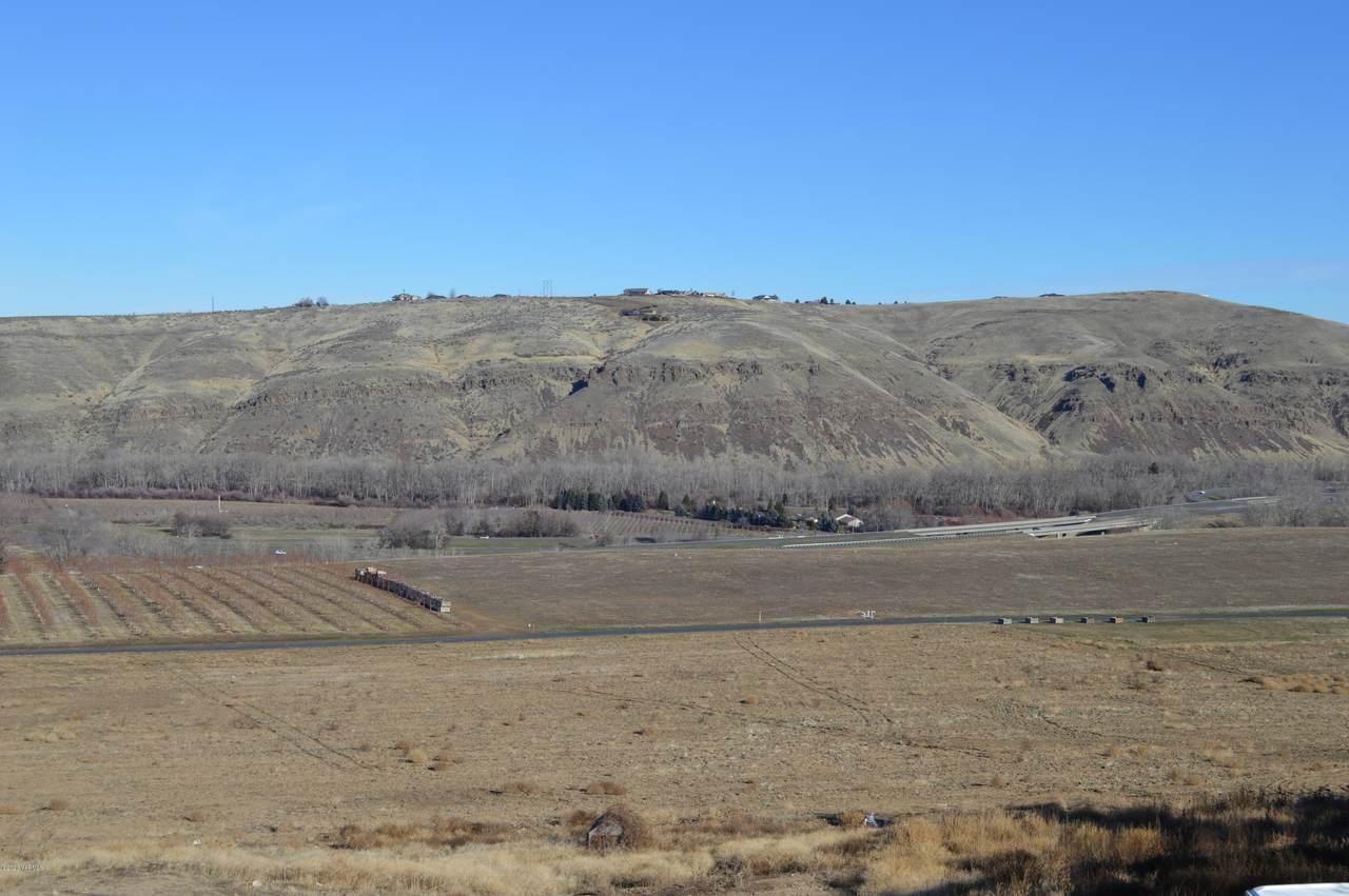 4609 Hilltop Way - Photo 1