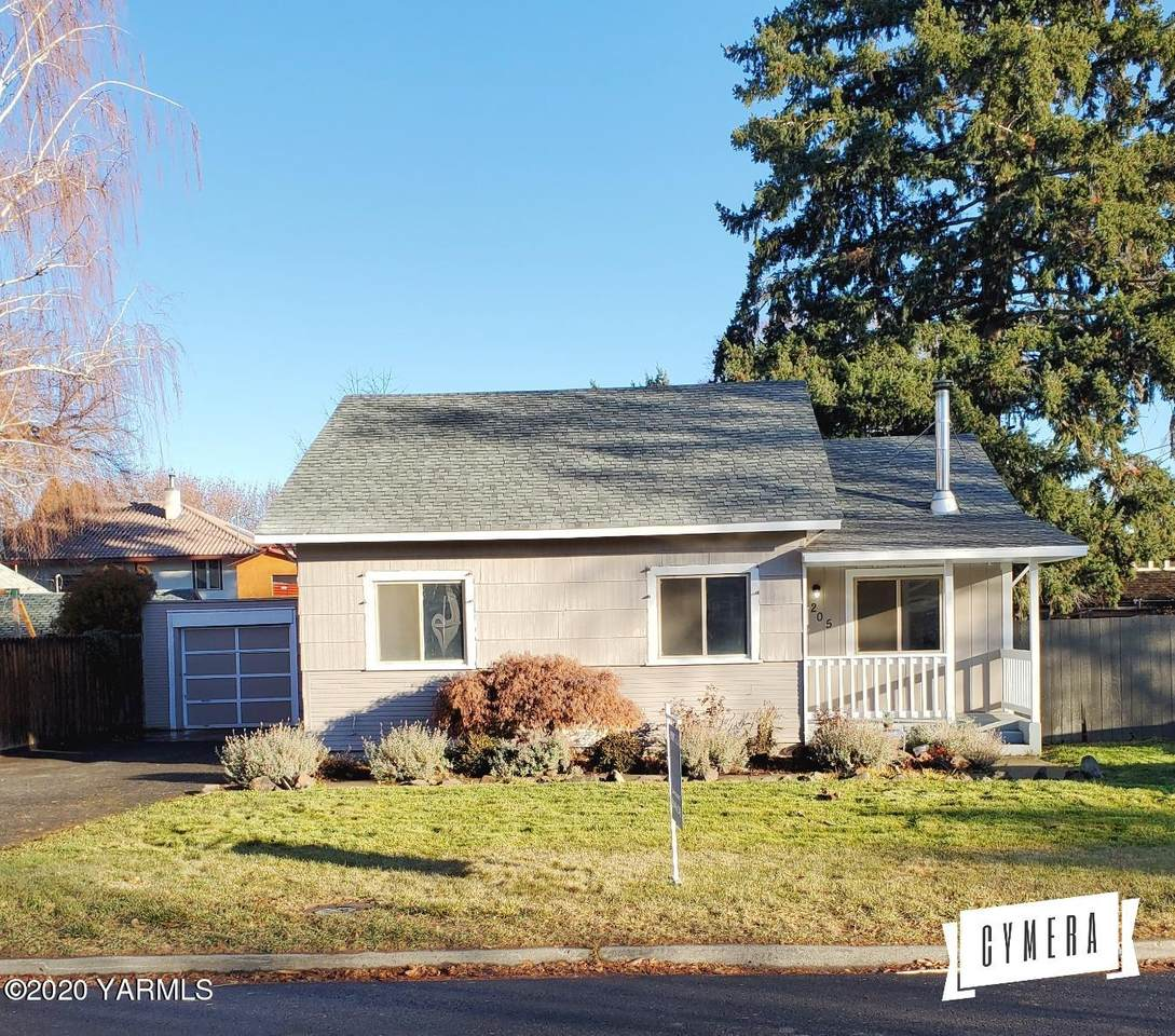 205 25th Ave - Photo 1