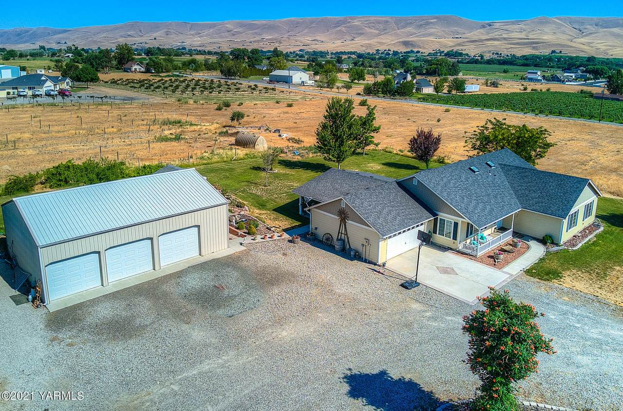611 County Line Rd - Photo 1