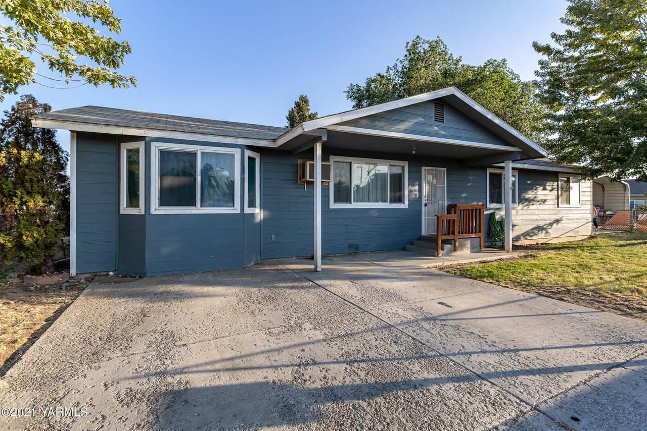 802 Yakima Ave - Photo 1