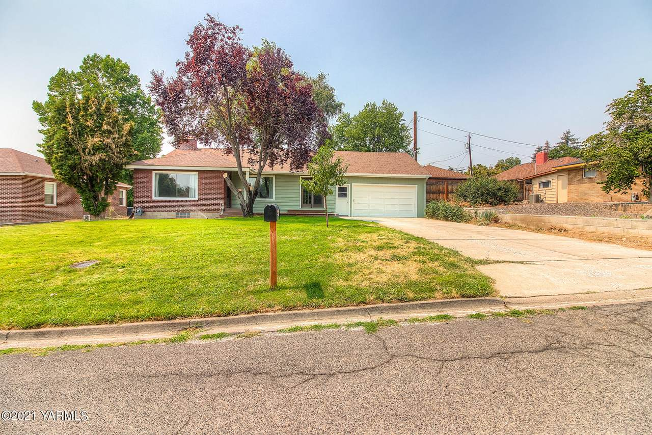 206 35th Ave - Photo 1