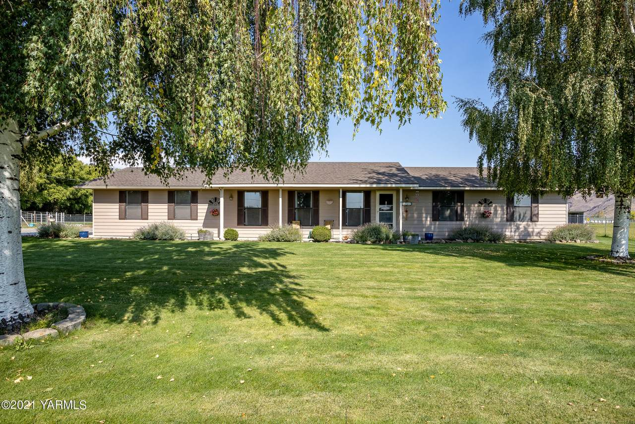 1760 State Route 821 Ave - Photo 1