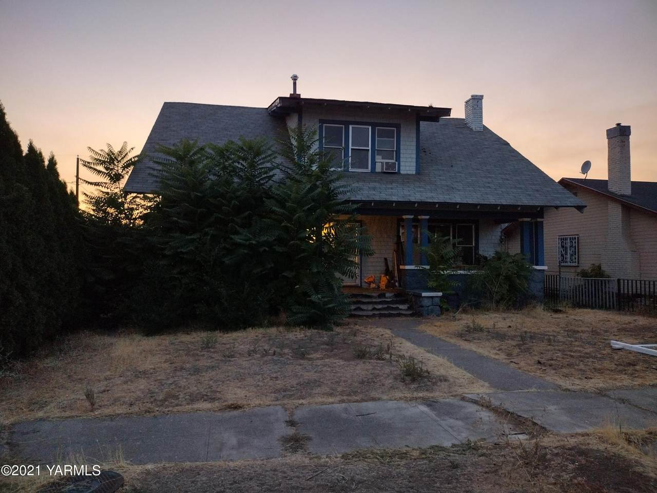 610 13th Ave - Photo 1
