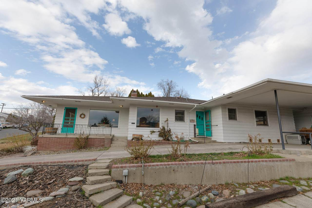 611 27th Ave - Photo 1