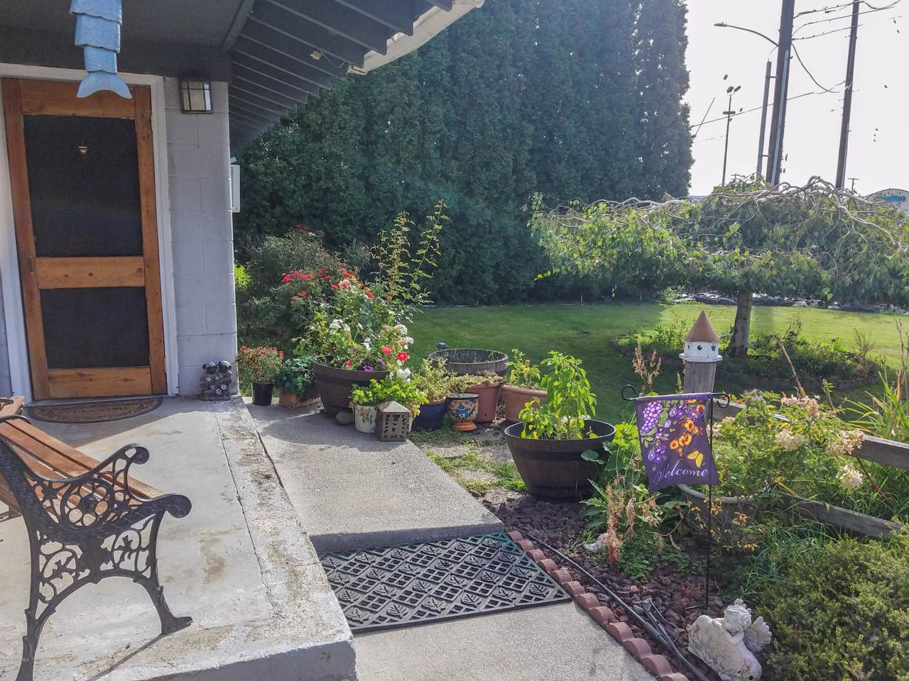 409 48th Ave - Photo 1