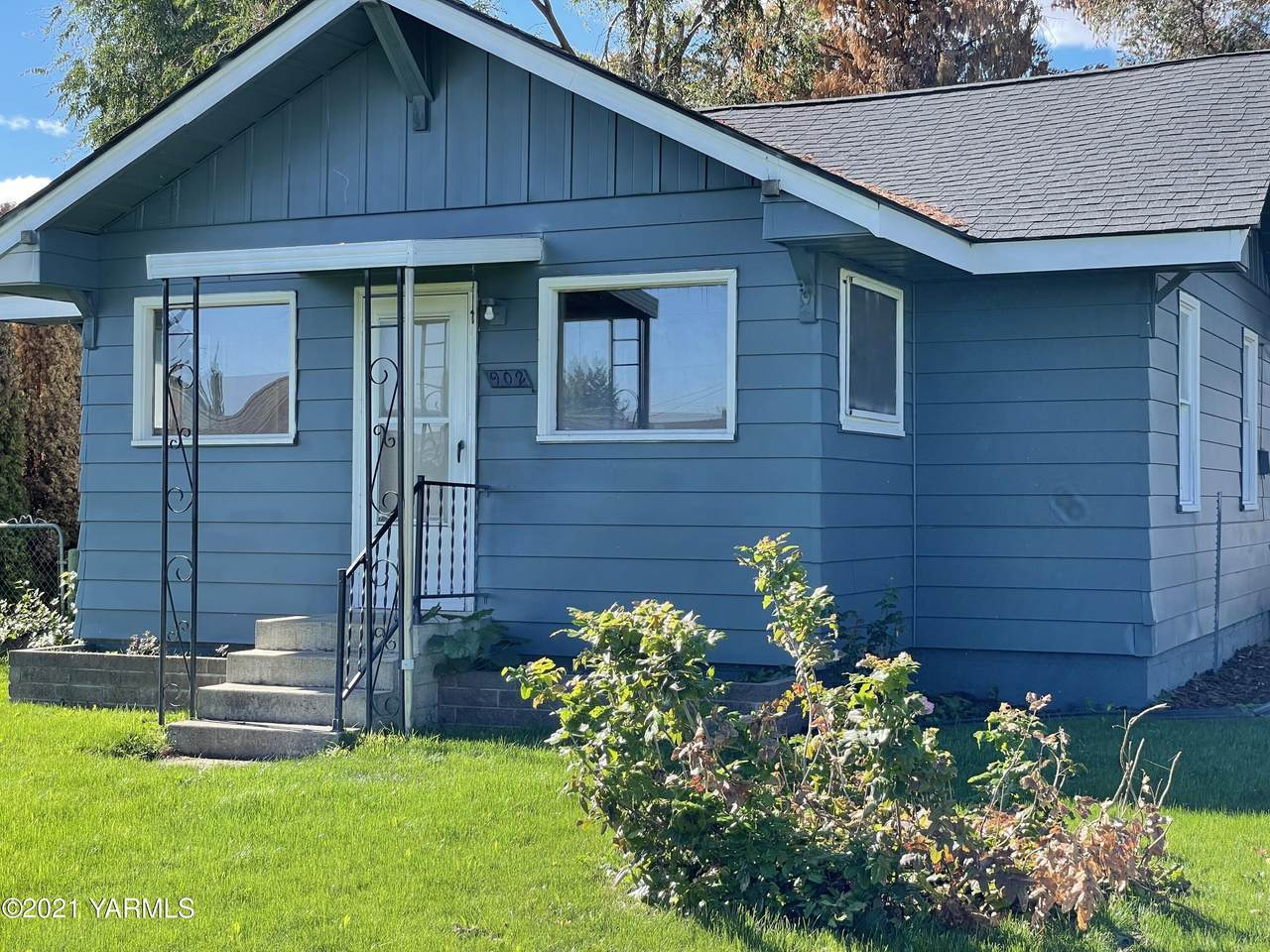 902 5th Ave - Photo 1