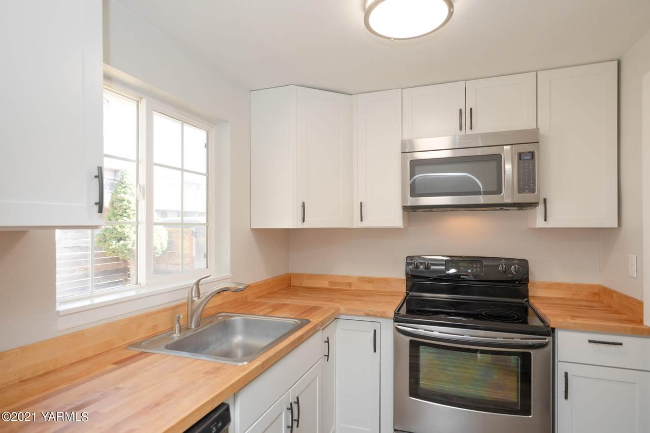222 40th Ave - Photo 1