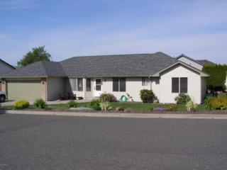 302 N 57th St, Yakima, WA 98901 (MLS #17-1073) :: Heritage Moultray Real Estate Services