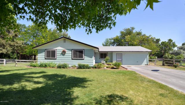 71 Green Meadows Dr, Yakima, WA 98908 (MLS #17-1791) :: Heritage Moultray Real Estate Services