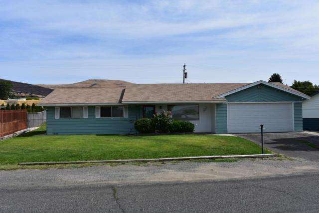 3905 Mountainview Ave, Yakima, WA 98901 (MLS #17-2041) :: Heritage Moultray Real Estate Services