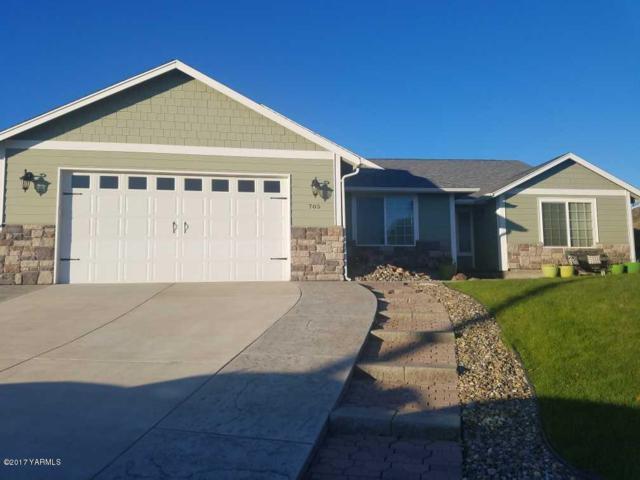 705 Braeburn Ct, Selah, WA 98942 (MLS #17-2341) :: Heritage Moultray Real Estate Services