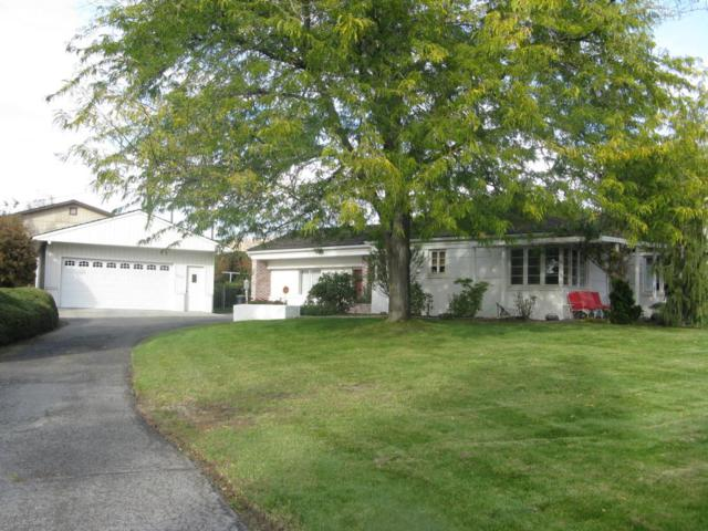5203 Sunset Dr, Yakima, WA 98901 (MLS #17-2638) :: Heritage Moultray Real Estate Services