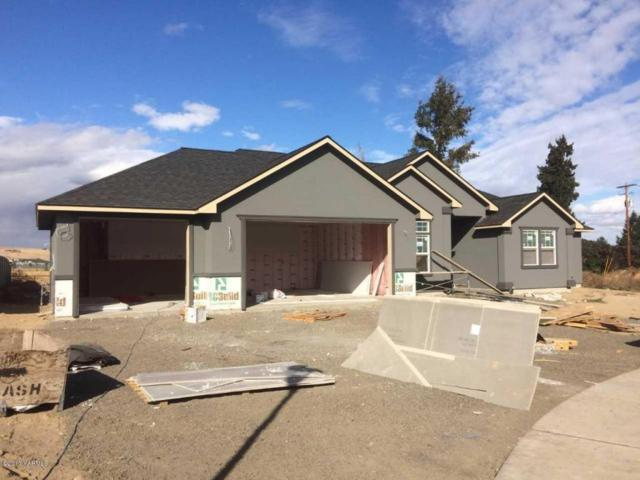 9201 Harvest Ln, Yakima, WA 98903 (MLS #17-2692) :: Heritage Moultray Real Estate Services